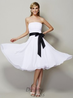 A-Line/Princess Strapless Chiffon Knee-Length Bridesmaid Dress