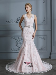 Trumpet/Mermaid V-neck Tulle Court Train Wedding Dress