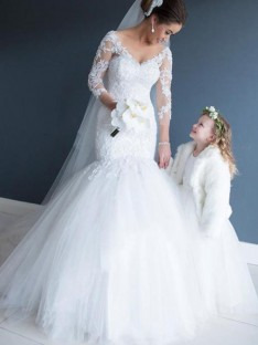 Mermaid V-neck Tulle Lace Court Train Wedding Dress