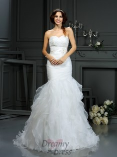Trumpet/Mermaid Sweetheart Court Train Organza Wedding Dress